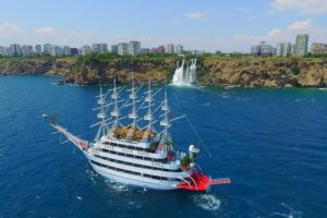 Things To Consider Before Booking A Ticket To A Boat Ride Party