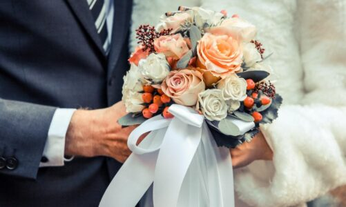 How to Make Sure That the Wooden Flowers Wedding Arrangements