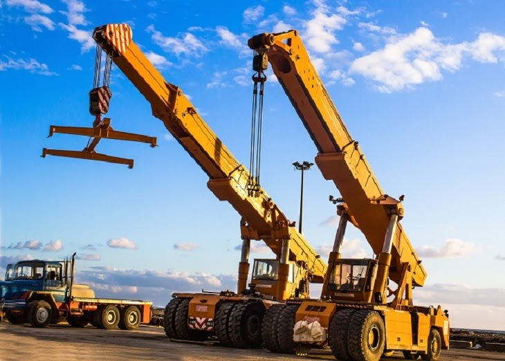 Things to Consider Before Choosing the Crane for Machine Lifting